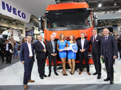 2718-Iveco-delivers-Germany's-first-Liquid-Natural-Gas-powered-long-haul-truck-at-IAA