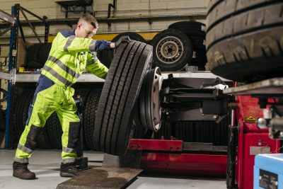 201-01-Fraikin-Heavy-Vehicle-Apprenticeship-Programme