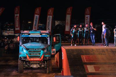 2947-02-Team-PETRONAS-De-Rooy-IVECO-Dakar-2019