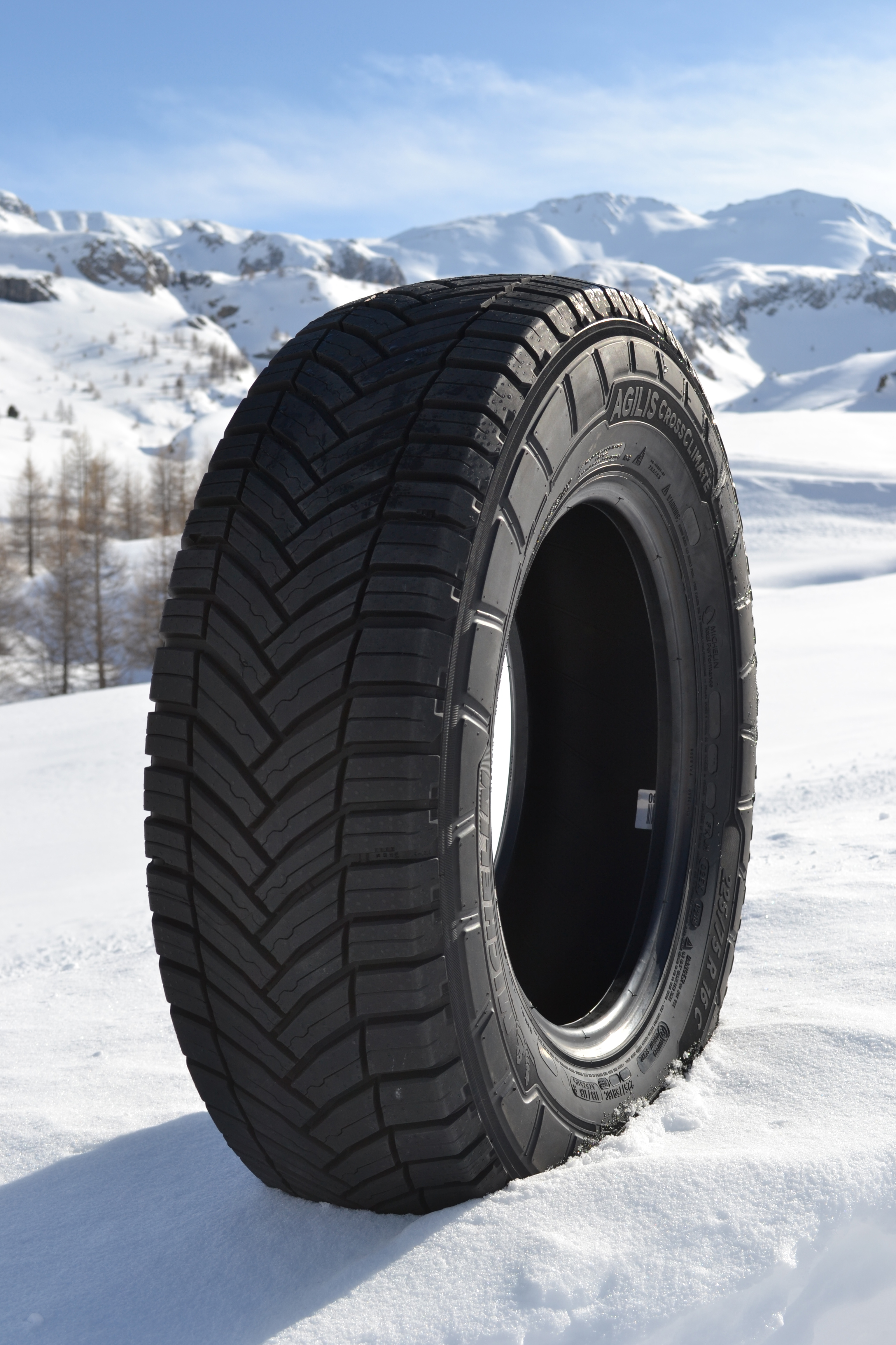 michelin launches agilis crossclimate van and light truck tyre for safe driving in all weather. Black Bedroom Furniture Sets. Home Design Ideas