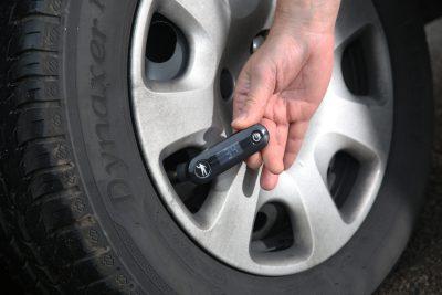010-41-Wheely-Safe-LCV-pressure-check